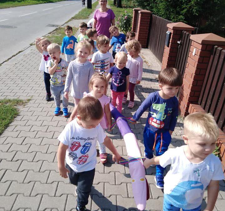 Pierwszy spacer maluszków :)