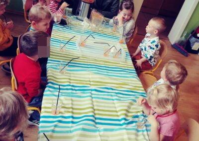 Witaminki, witaminki, Dla chłopczyka i dziewczynki, Wszyscy mamy dziarskie minki, Bo zjadamy witaminki.