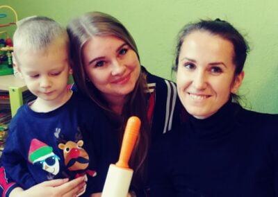 W święta każde dziecko wie, Jak pierniczki robi się. I ja też się na tym znam, Palce lizać mówię Wam! :-)