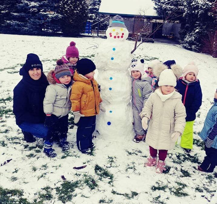 Ulepimy dziś bałwana No chodź, zrobimy to… Zabawa na całego 😉⛄❄️🧣🧤 Nasz nowy przedszkolak Olaf ⛄⛄⛄