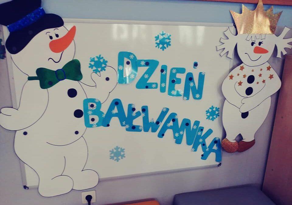 ⛄⛄⛄Panie bałwanie, panie bałwanie! Co chce pan dostać dziś na śniadanie – Proszę śnieg w płatkach, w sopelkach lody i porcję szronu chcę dla ochłody Panie bałwanie, zimne śniadanie Od pani zimy wnet pan dostanie!😊⛄😊⛄😊